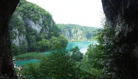 FOTO: Pohled z jeskyně, kde byl ukryt poklad na Stříbrném jezeře