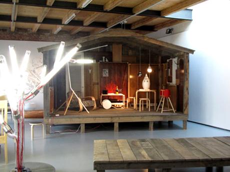 FOTO: Výstava Alvara Aaltoa v galerii Křehký, 2011