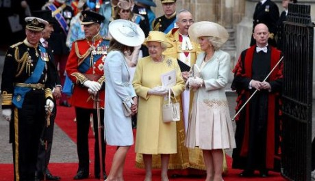 FOTO: Královna na svatbě prince Williama