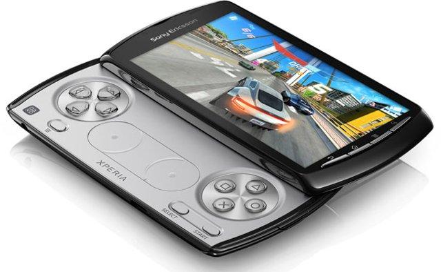 Foto: XperiaPlay s klávesnicí