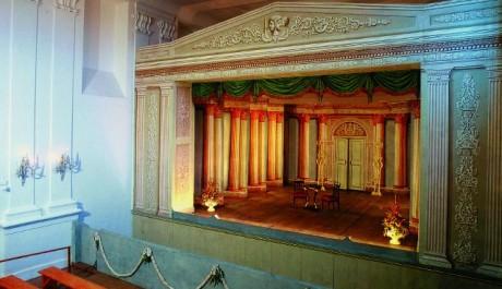 FOTO: Netradiční jeviště divadla na zámku v Mnichově Hradišti