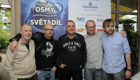 FOTO: Ján Ďurovčík a Michal Kocourek se skupinou ELÁN na tiskové konferenci k muzikálu Osmý světadíl Divadla Kalich