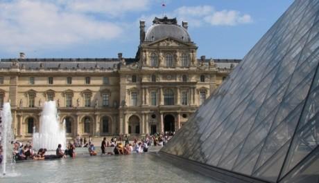 FOTO: Pařížský palác Louvre