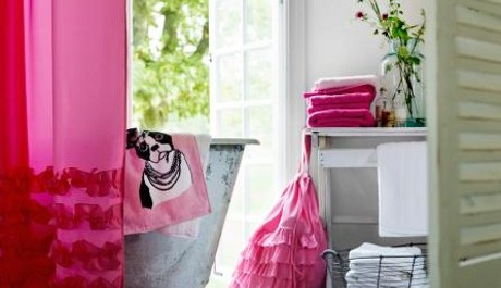 FOTO: Růžové doplňky v interiéru
