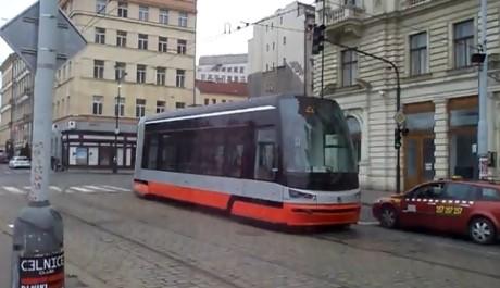 FOTO: nízkopodlažní tramvaj