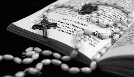 Kniha s křížkem