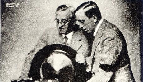 FOTO: Karel a Josef Čapkovi u rádia