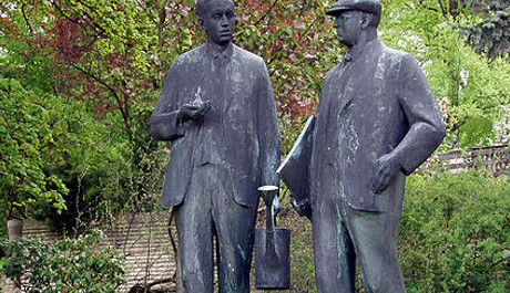 FOTO: Památník bratří Čapků v Malých Svatoňovicích
