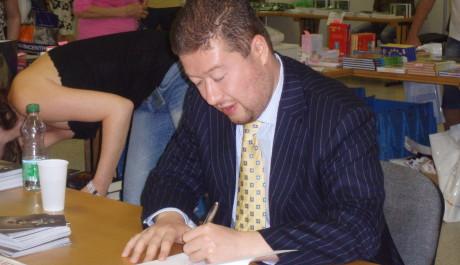 Tomio Okamura při autogramiádě