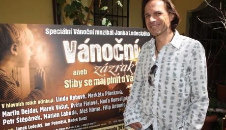 FOTO: Janek Ledecký na tiskové konferenci k připravovanému muzikálu Vánoční zázrak