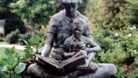 FOTO: Socha učitelky a dítěte