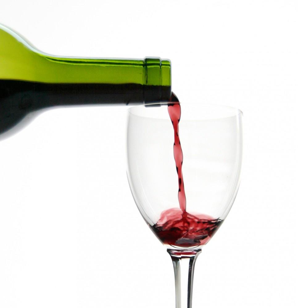 FOTO: Červené víno lahev-sklenka