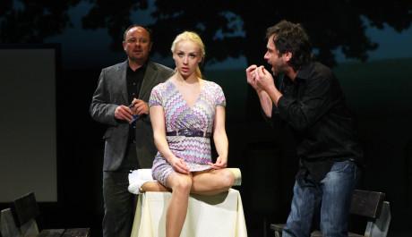 Foto: Inscenace Biomanželka ve Švandově divadle v Praze
