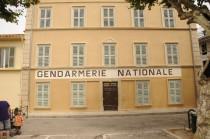 FOTO: Budova policejní stanice ze série Četník ze Saint-Tropez