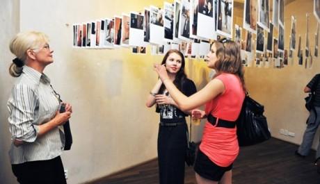 FOTO: Fotografie z vernisáže výstavy NOW&WOW v Langhans galerii Praha