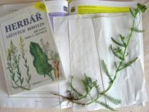 Foto: Řebříček s herbářem