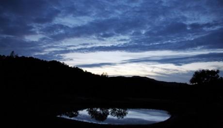 FOTO: Odrazy oblohy na vodní hladině jako na malířské plátně jsou dalším častým Ahaeho motivem