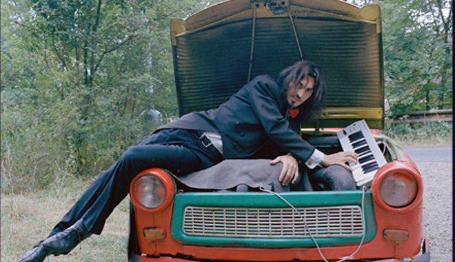 FOTO: Varhan Orchestrovič Bauer a jeho trabant