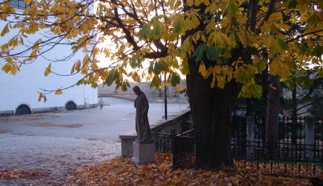 Listopadové zátiší u kostela