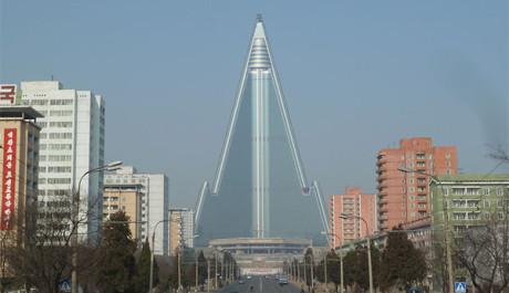 FOTO: Ryugyong, severokorejský paskvil nebo veledílo?