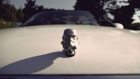 FOTO: Stormtrooper na kapotě auta