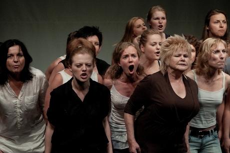 FOTO: M. Górnicka - M. Górnicka - Ženský chór (Divadelní ústav Zbigniewa Raszewského, Varšava)