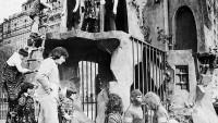 FOTO: Fotka alegorického vozu k filmu Planeta opic na Den díkuvzdání v New Yorku roku 1975