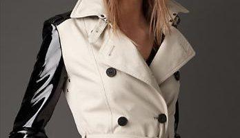 FOTO: Trenčkot Burberry s koženými rukávy