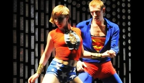 FOTO: Inscenace Not Made For Flying česko-italského tanečního souboru Deja Donne na festivalu 4+4 Dny v pohybu 2011