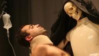 FOTO: Inscenace Cyborg Manifesto brazilské divadelní skupiny Joelsona Gussona na festivalu 4+4 dny v pohybu 2011