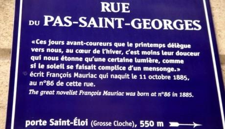 FOTO: Plaketa z rodné ulice Françoise Mauriaca