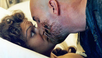 FOTO: Imhotep probudí Evelyn ze spánku polibkem