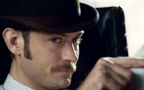 FOTO: Jude Law ve filmu Sherlock Holmes 2