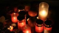 FOTO: Svíčky na památku Steva Jobse