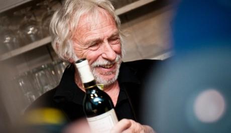 FOTO: Pierre Richard s lahví vína
