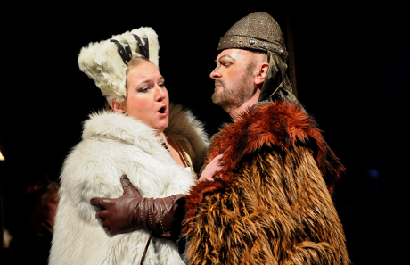 FOTO: Nikolaj Někrasov a Ivana Veberová v Borodinově opeře Kníže Igor