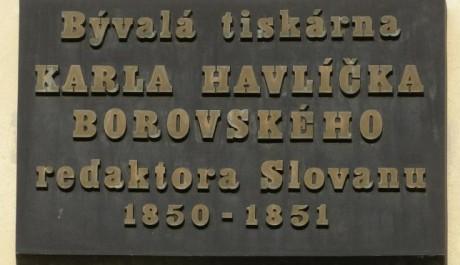 FOTO: Pamětní deska připomínající bývalou tiskárnu Karla Havlíčka Borovského v Kutné Hoře