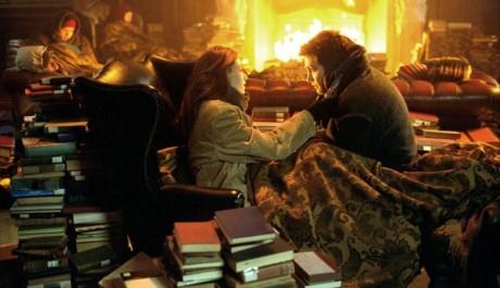 FOTO: Lepší než knihy by bylo pálit dřevěné vybavení knihovny