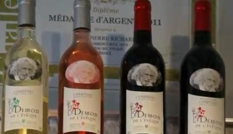 FOTO: Láhve vína s Pierrem Richardem