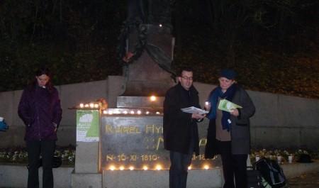 FOTO: U Máchovy sochy na Petříně