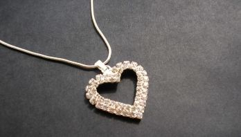 FOTO: Přívěsek ve tvaru srdce - bižuterie