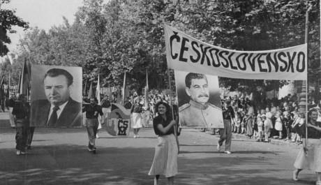 FOTO: Se sovětským svazem na věčné časy, Zdroj: wikipedie.cz