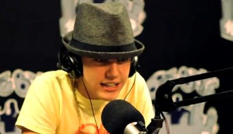 FOTO: Justin Bieber rapuje v rádiu Power 106