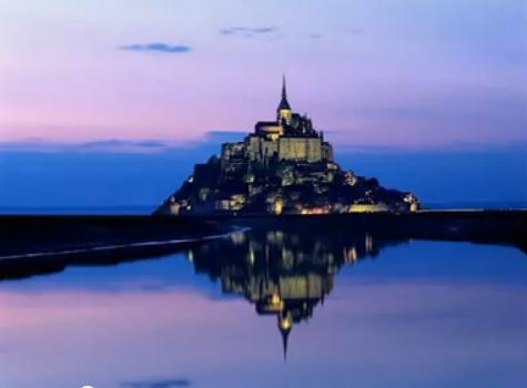 Mont Saint Michel v noci