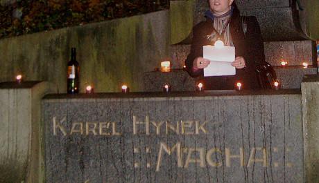 FOTO: Čtení Máchovy poezie na Petříně