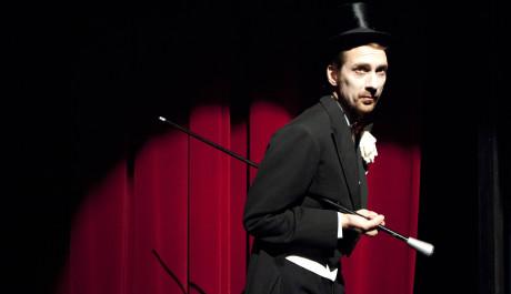 FOTO: Tomáš Pavelka v inscenaci Smíchoff/on ve Švandově divadle