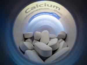 FOTO: Vápník jako doplněk stravy v tabletách