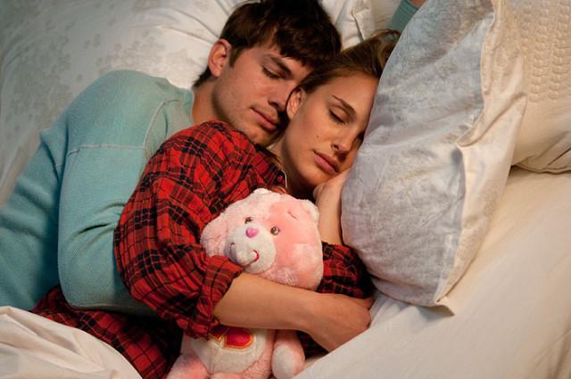 FOTO: Ashton Kutcher a Natalie Portman ve filmu Hlavně nezávazně