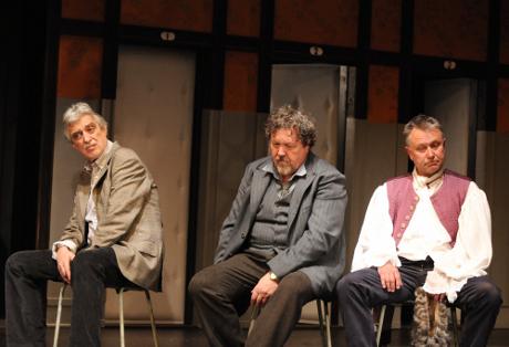 FOTO: Pavel Pavlovský, Josef Nechutný a Antonín Procházka v Dürrenmattově hře Fyzikové