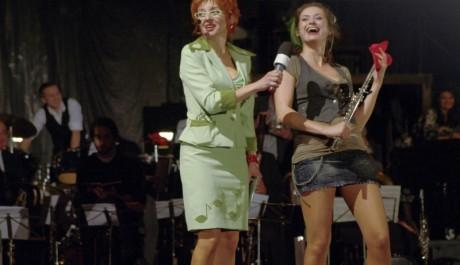 Foto: Veronika Žilková a Lucie Štěpánková v komedii Zkouška orchestru